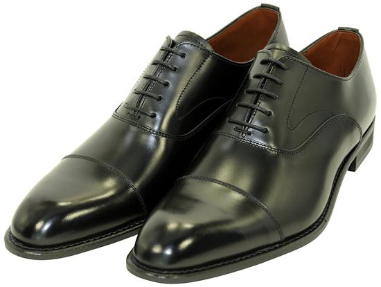 ストレートチップの内羽根タイプの靴の写真